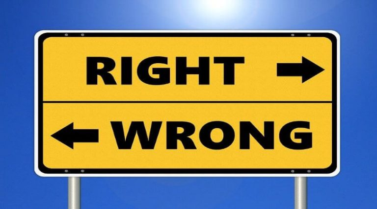 Image of a road sign with the words RIGHT (and an arrow to the right) and WRONG (with an arrow to the left), indicating ethical principles.