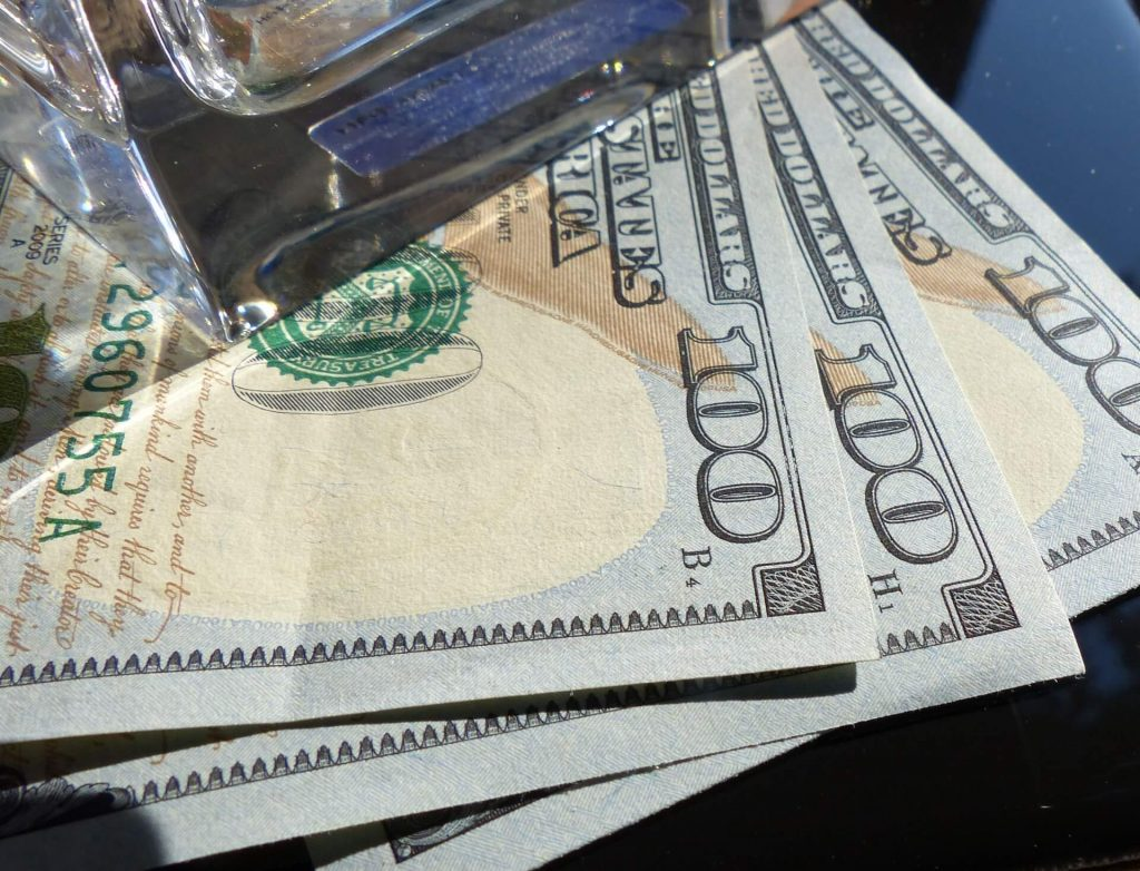 Image of $300 cash, indicating the amount the federal government will pay in unemployment benefit payments.